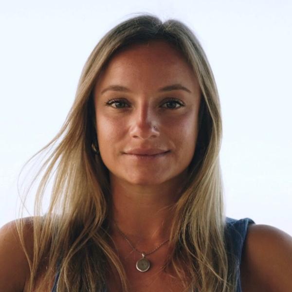 Portrait of yoga teacher Liddy Scarlet